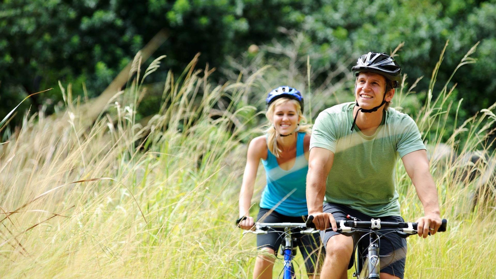 Pärchen beim Radfahren