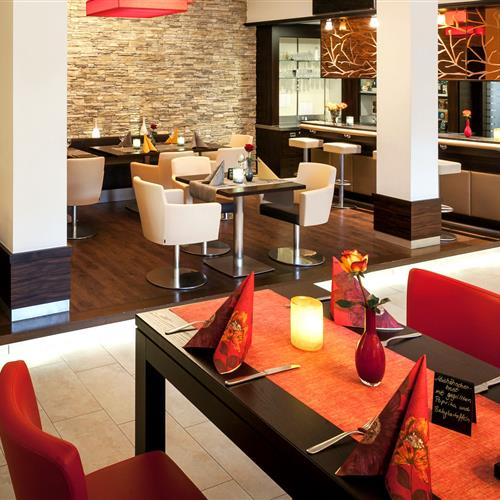 Restaurant with lounge area